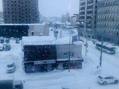 13:40  再び吹雪いたので男山資料館は諦め部屋へ戻った。