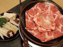 黒豚料理「あぢもり」 出し汁に溶き卵を入れていただくのですが、黒豚しゃぶしゃぶは評判通りの美味しさでした♪