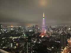 9月のリッツカールトン東京泊の時とは違う配色で、 期間限定の 『 Infinity Daiamond Veil 』ってライトアップ名が付いてました。  気持ちが明るくなる色使いですね☆