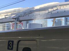 おまけ  新幹線が煙突から煙を吐いてまーす、的なショット(笑) お後がよろしいようで。