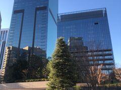 ここからは用件の後のお話。 生活の維持に必要な屋外での運動3として、東京駅まで歩きました。  ホテルオークラ東京は、近代的なビルに建て替え。つまらん...