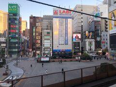 旅の起点はJR新橋駅  早朝とはいえ、こんなに人のいないSL広場は初めて。