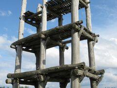 いよいよ遺跡のメイン建造物:復元された「大型掘立柱建物」