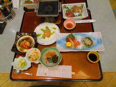 ホテル観洋に戻り、一風呂浴び、夕食です。 メインは仙台牛陶板焼きです。