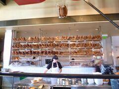 名物クラムチャウダーを食べにボウディン ベーカリー カフェへ。
