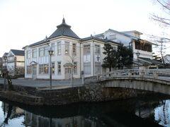 倉敷館という洋風の建物に行ってみます。