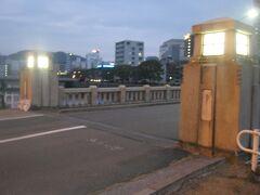 途中、京橋を渡ります。  この地名、広島にもあったんだ…('◇')ゞ。