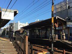第2目的地の八瀬エリアに移動です。叡山電鉄の静かなホームで電車を待つ。