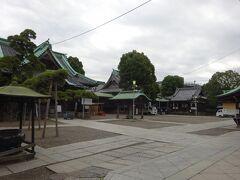 柴又帝釈天、正式名称「経栄山題経寺」の境内。 思ったほど広くない。