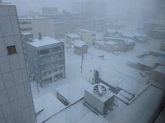 7:09 一晩中雪が降り続いているようです
