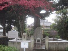 累(かさね)塚 祐天上人が累という女性の怨霊を仏の力で善へと導いて鎮めた・・・という伝説を基にした歌舞伎などを演じた役者により建立されたそうです