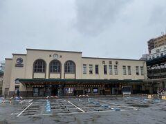 11時ごろに両国駅に着きました。 予報通り冷たい雨が降っていて、大変肌寒いです。