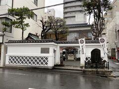 さらに南にあったのは吉良邸跡。 赤穂浪士で有名な吉良上野介の邸宅跡です。 ここで赤穂浪士に仇討ちにあったそうです。