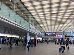 新横浜駅から新幹線で京都へ向かいます。