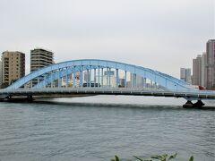 重要文化財になっている「永代橋」を過ぎ、