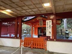 向かって左側は九頭龍神社新宮で、