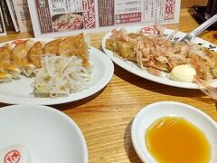 こちらの遠州居酒屋では餃子だけでなく、薄焼きのお好み焼きの「遠州焼き」もあります。
