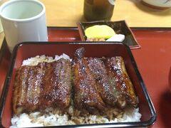 浜松には関西風のカリとろに焼くうなぎの店もあり、この店はお気にいりです。