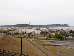 道の駅からは想像していたよりも 大きな厚岸港を見る事ができます