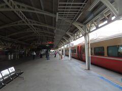 台南駅の風景、乗ってきた列車
