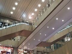 お仕事帰りに移動します  大阪市内 それも大阪城の近くと言う割と都会に住んでいるのに 勤務先は三重県のド田舎・・・ いつも仕事帰りの移動は近鉄特急で 鶴橋に出ることになります  今回は明石に前泊と言う事で 鶴橋からJRで明石に向かいます(^^♪