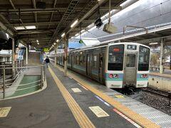 ★13:17 目的地は石和温泉なのに、僅か1駅先の相模湖駅で下車?もちろんこれには理由があります。