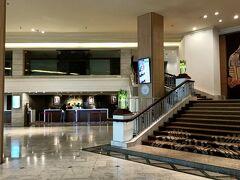 ホテルはセンタラ・ウドンタニを利用しました。 公式WEBで特別価格960バーツ/朝食なしプラン  ホテルロビー