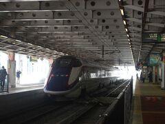 新庄駅に10時54分到着。 観光客も少なくさびしい雰囲気です。