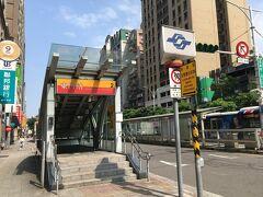 手荷物をホテルロビーに預けて、早々、食べ歩き・観光に。先ずは東門駅周辺から。