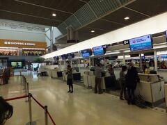 1日目:成田空港第2ターミナルから出発です。
