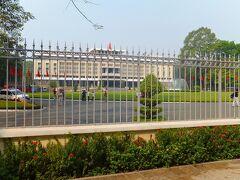 統一会堂(旧南ベトナム大統領官邸)Dinh Thong Nhat  1975年4月30日、解放軍の戦車がこの大統領官邸に入ってベトナム戦争は終結しました。