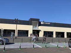 トイレ休憩に友部サービスエリアによりました。茨城県笠間市にあります。レストラン・ショップのほかスターバックスもあります。