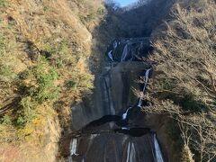 茨城県大子町にある国名勝「袋田の滝」エレベーターで上がった第二観瀑台からの眺め。11月23日訪問。紅葉は終わってました。 今日は水量が少ないかな~