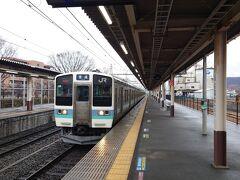 ★10:59 ということで中央線の電車に乗って、帰宅の路に着きます。 211系の高尾行普通列車は、なんと定刻でやって来ました。こんな時にはとても頼もしいですね。