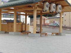 水戸駅の東口に 出ます 駅デッキの上に 建物があります 徳川家ゆかりの地 だからかな