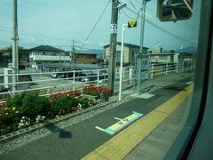 郡山富田駅の次の喜久田駅。駅名標が隠れてしまいました。 だいぶ駅の周囲が落ち着いてきたか。