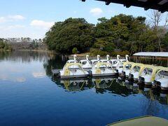 洗足池と空きのボート