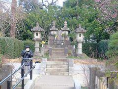 勝海舟夫妻墓(遺骨はここに埋葬されている訳ではないと言っている人がいました). 海舟は明治32年に死去(享年75歳).