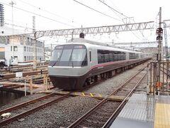タタタタタタァー   小田急30000形 Excellent Express α (EXE αエクセ アルファ)。 特急さがみ70号.新宿行が通過していきました。
