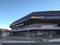 ダイコクバーガーをあとにして、目指すは目的地のサンガスタジアム。 いつかサッカーも見に行きたかったなー! 駅からも近くていい立地です。
