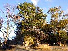 「備後護国神社」で参拝を済ませた後、歩いて「福山城」まで足を延ばしました。しかし、大規模改修中で、敷地に入ることも、天守を見ることもできませんでした。改修が終わったら再訪したいです。