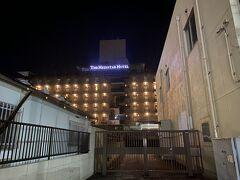 駅前や空港近くのホテルは高いので、成田駅から徒歩15分の所を予約。