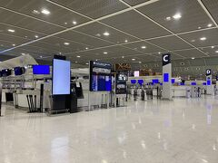 バスで着いた第2ターミナル、ガラガラ!でも今回使う第3ターミナルはけっこう賑わっていました。春秋航空で帰国する中国人の方も多かったなあ。  さあ、九州旅のスタート!ギチギチスケジュール、計画どおりに行くのだろうか…。