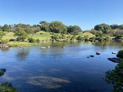 水前寺成趣園は1600年代に熊本藩の藩主、細川忠利により創設されました。風光明媚な庭園を見ることが出来ます。