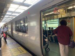 新水前寺公園でJRに乗り換え、熊本に戻ったのが15:48。7分で一度駅を出てコインロッカーの荷物を取り、電車で阿蘇方面へ。新水前寺公園、阿蘇行きの電車でも通るから折り返す形になって交通費的には無駄だったけど、荷物あるから仕方ない…。