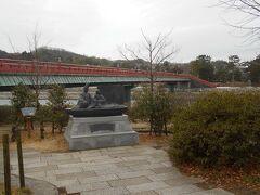 朝霧橋到着。 源氏物語の地、宇治。 そぞろ歩きだから、時計は10時45分。