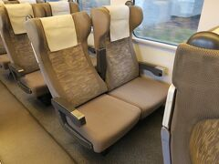 普通列車となる区間では、4号車の指定席「uシート」も乗車券のみで乗ることができます。