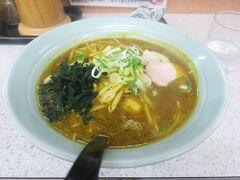 東室蘭での乗り換え時間で駅前のラーメン店「味の大王」さんのカレーラーメン(880円)を昼食としました。カレーうどんとは異なり、食べてみるとスープも具もしっかりラーメンであるのがポイントです。