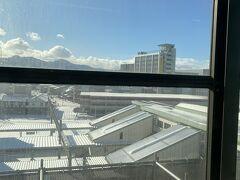 盛岡駅です。ここもうっすら雪景色。奥羽山脈の壁を乗り越えてくる雪はそれほど多くない