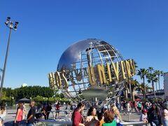 USJでもお馴染みの地球儀。 まずはここで記念撮影しました。